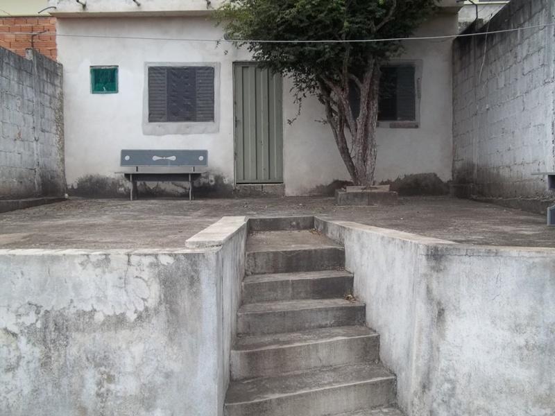 Barracão e área externa descoberta