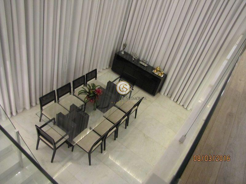 Sala de jantar com pé direito duplo e piso em mármore - 4250