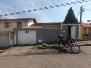 Casa   Pinheiros (Varginha)   R$  1.000,00
