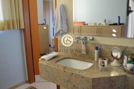 Banheiro com bancada de granito