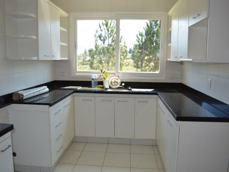 Cozinha com bancada de granito e armários - 2117