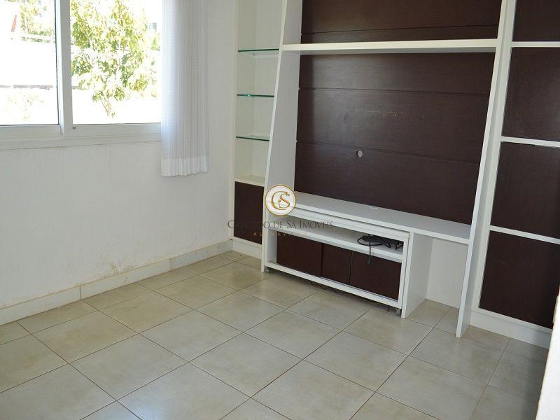 Sala de TV com painel de madeiras - 2117