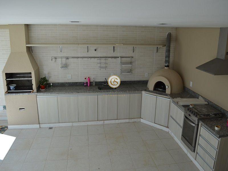 Amplo espaço gourmet com forno iglu para pizza, churrasqueira, bancada e granito - 2117