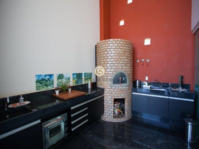 Área gourmet com bancada, armários e forno de pizza - 29951