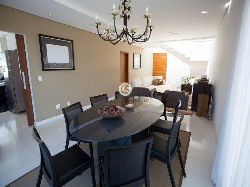 Sala dividida em dois ambientes com piso de porcelanato - 29951
