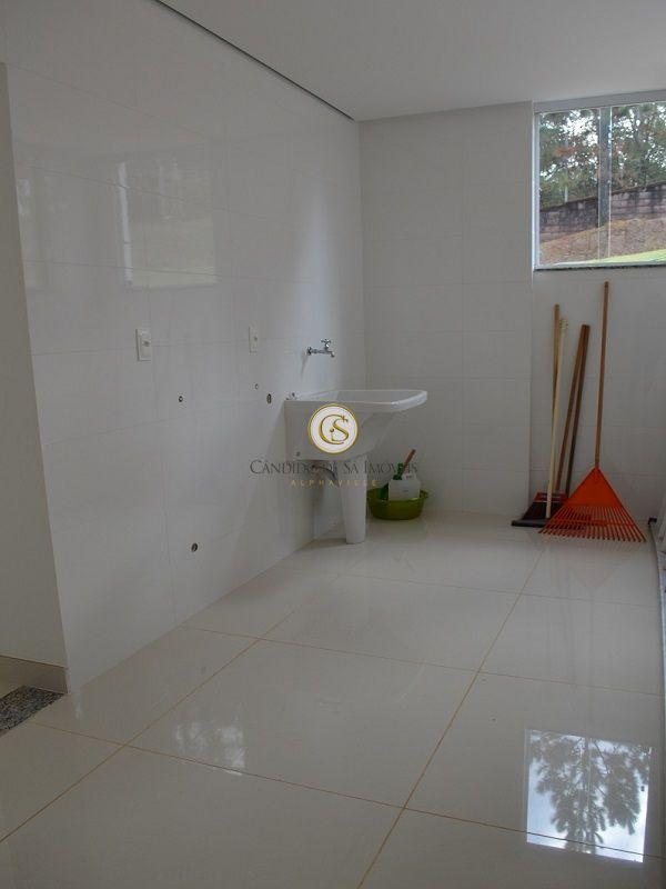 Área de serviço com tanque e piso em porcelanato - 3339