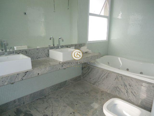 Banheiro suíte master com duas pias e hidromassagem