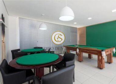 Sala com mesa de sinuca e piso de cerâmica - 38513