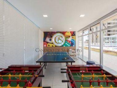 Salão de jogos com piso em cerâmica e mesa de jogos - 38513