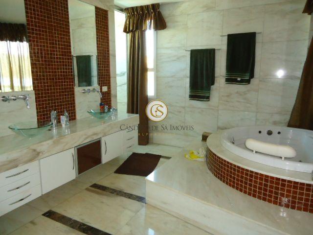 Banheiro casal com banheira