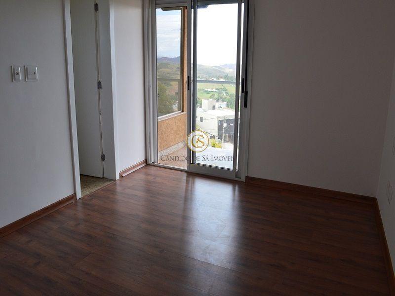 Suíte com varanda e piso laminado em madeira - 3339