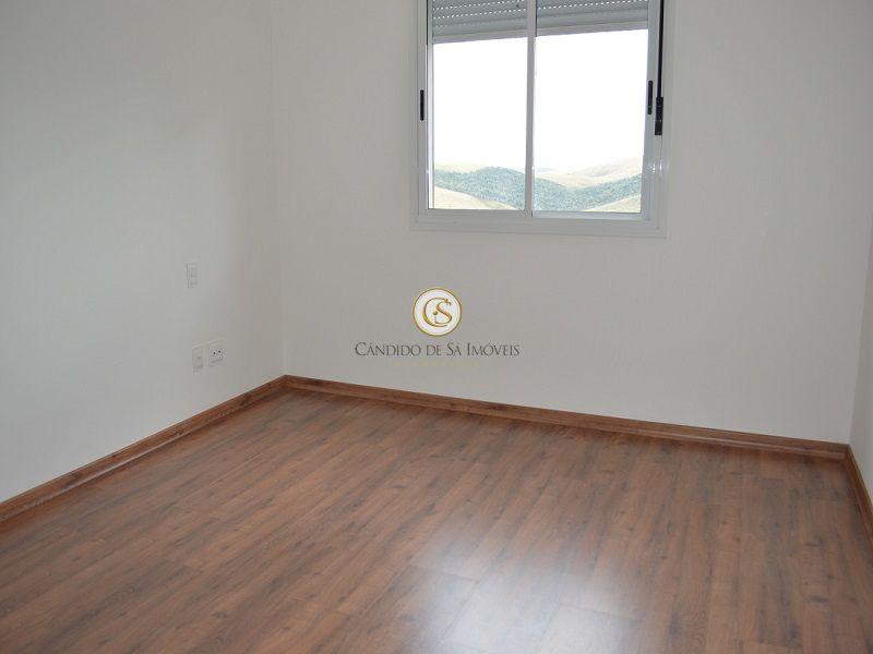 Quarto piso laminado em madeira e veneziana automática - 3339